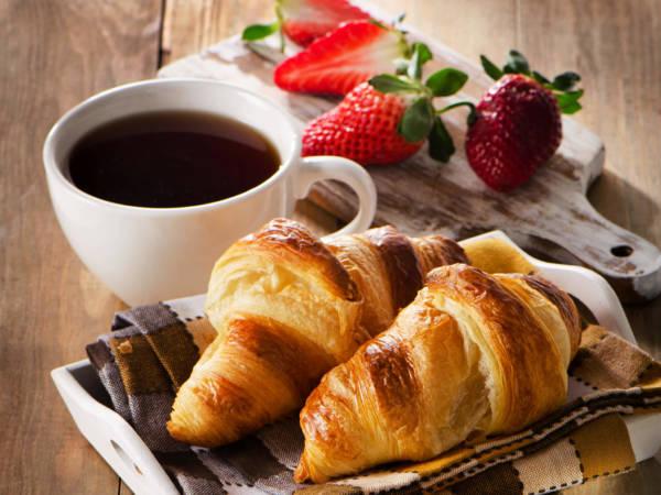 Круасан и кофе картинки доброе утро