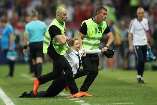 Флешмоб на поле матча Франция-Хорватия