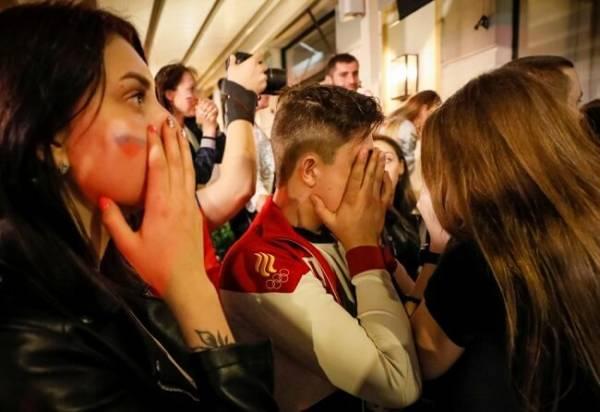 Слезы болельщиков после поражения Российской сборной по футболу